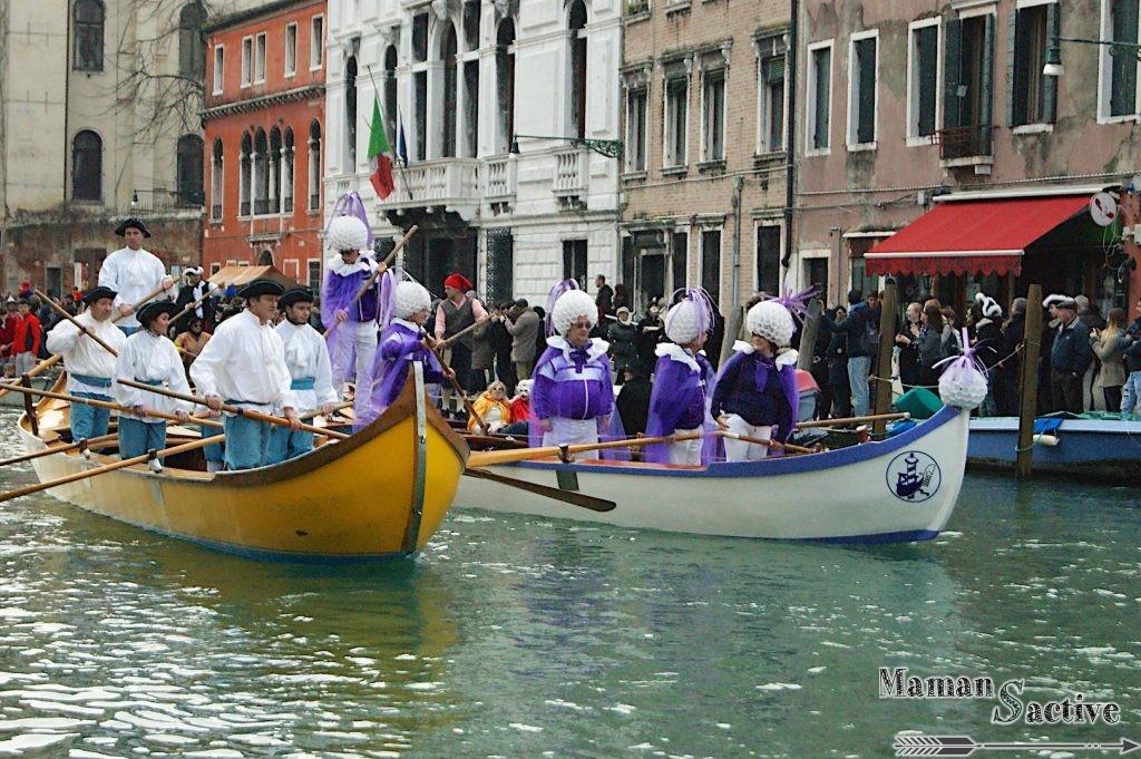 carnaval venitien en bateau