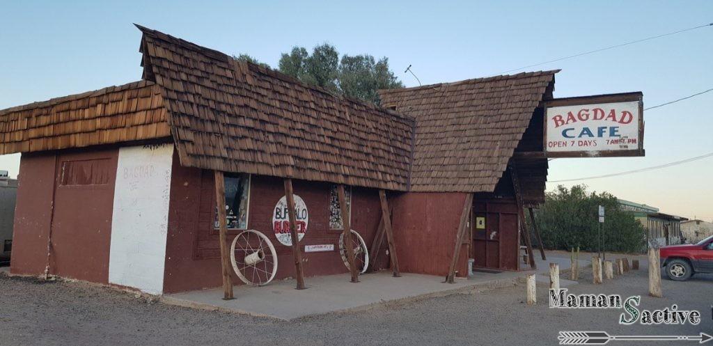 Bagdad Café, perdu au milieu du désert, lieu improbable